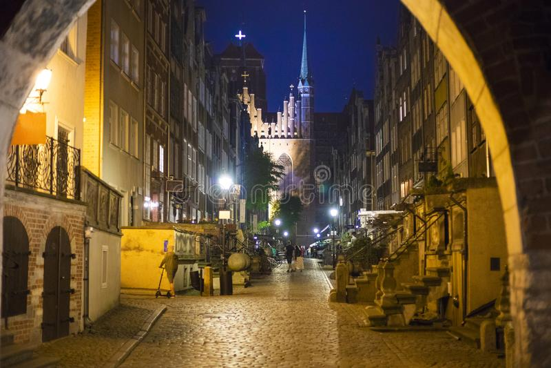 Vieille rue de ville de Danzig dans la soirée photos libres de droits