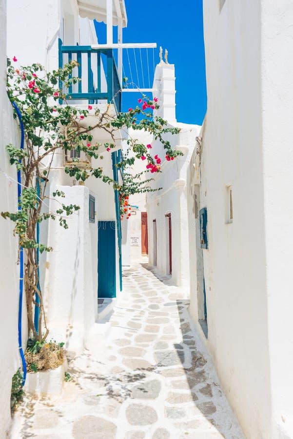 Vieille rue de ville de Mykonos image stock