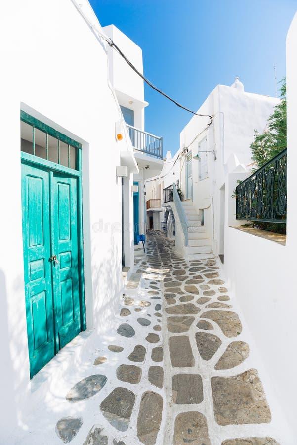 Vieille rue de ville de Mykonos photographie stock