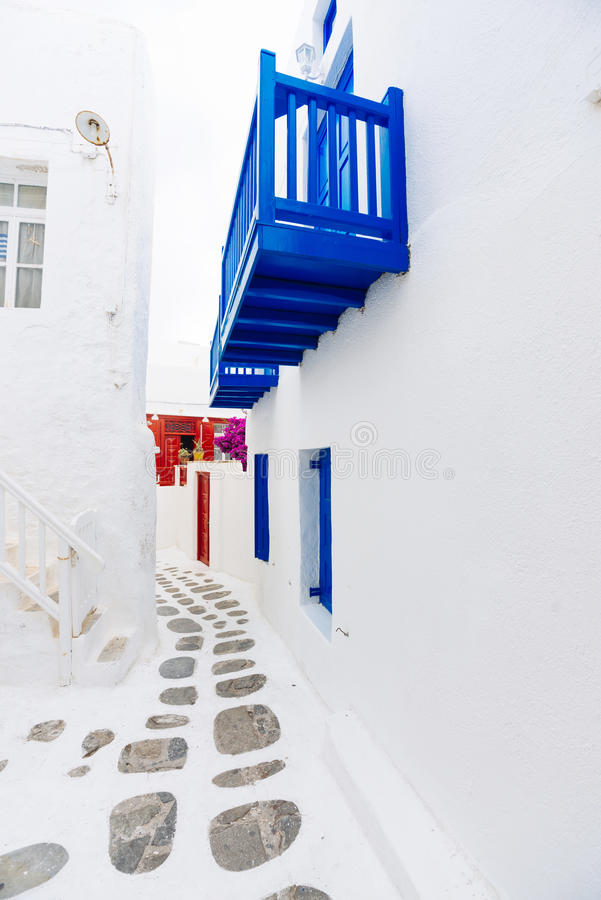 Vieille rue de ville de Mykonos photographie stock libre de droits