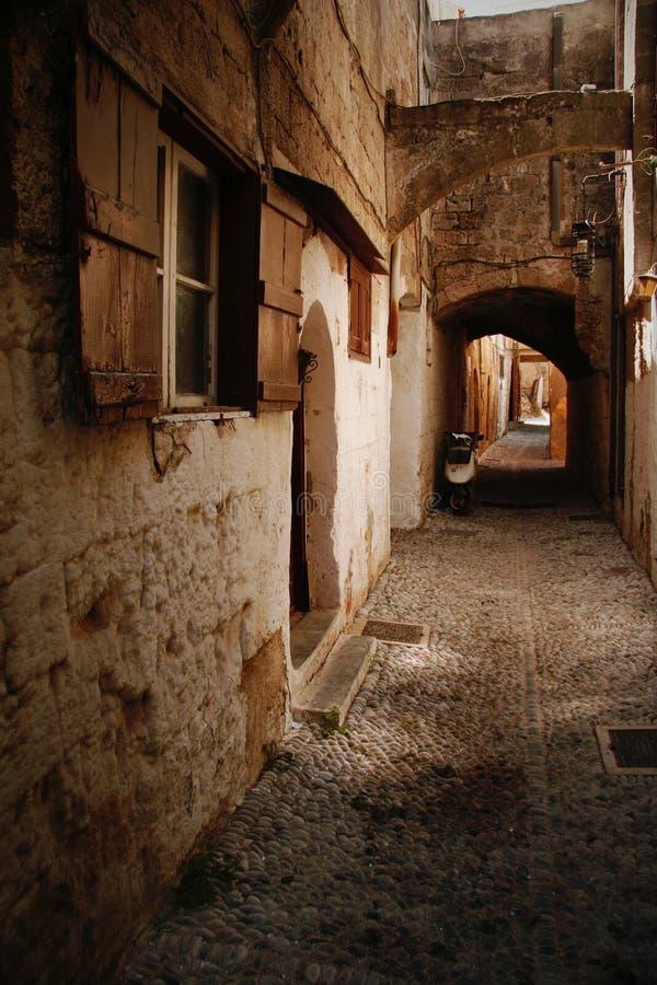 Vieille rue pavée en cailloutis photo libre de droits