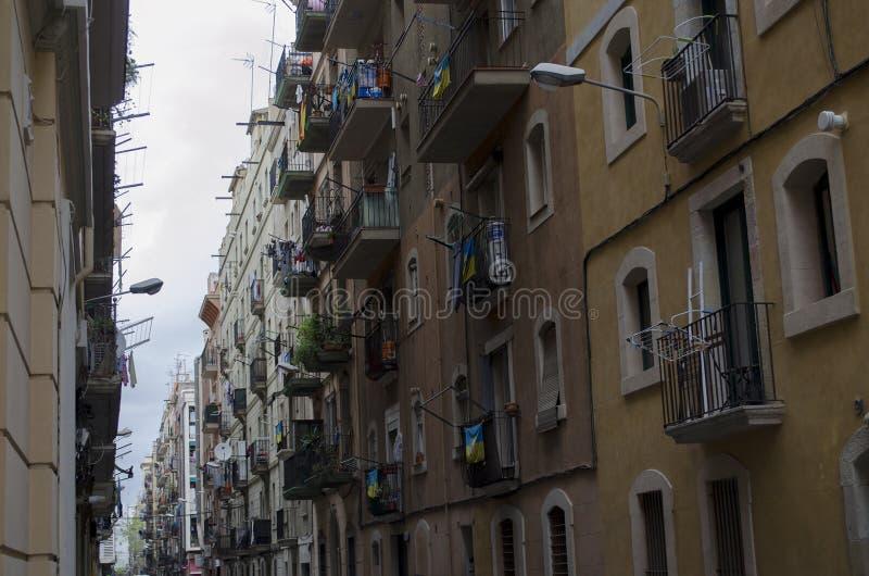 Vieille rue typique de ville dans Barcelone, Catalogne, Espagne image stock