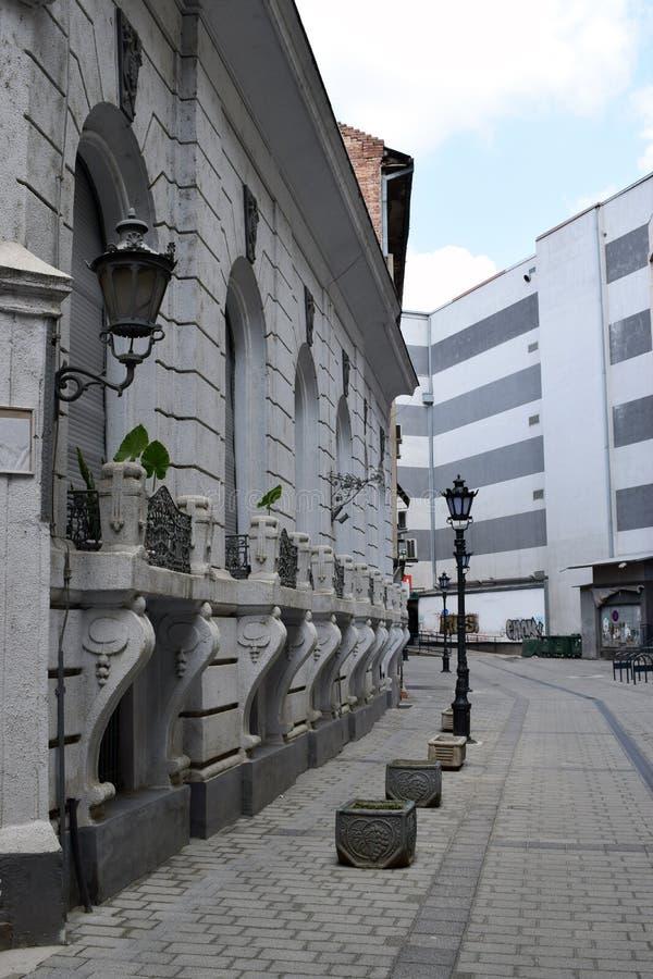 Vieille rue vide à Novi Sad, Serbie images stock