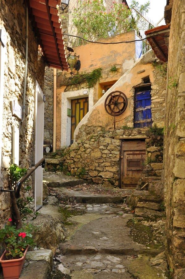 Vieille ruelle de village, Fanghetto, Ligurie, Italie images libres de droits