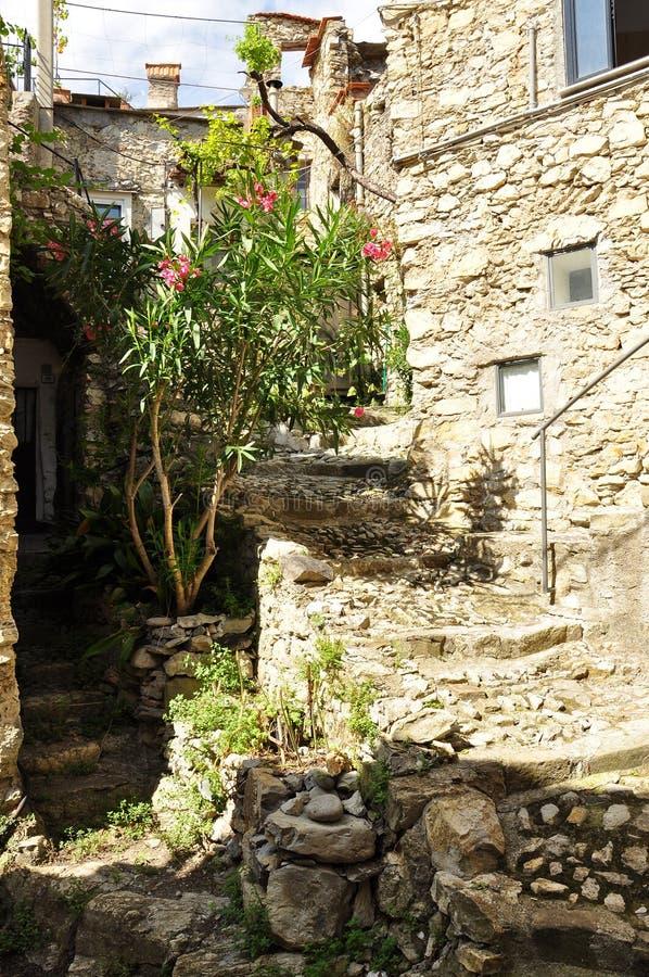 Vieille ruelle de village, Fanghetto, Ligurie, Italie photos stock
