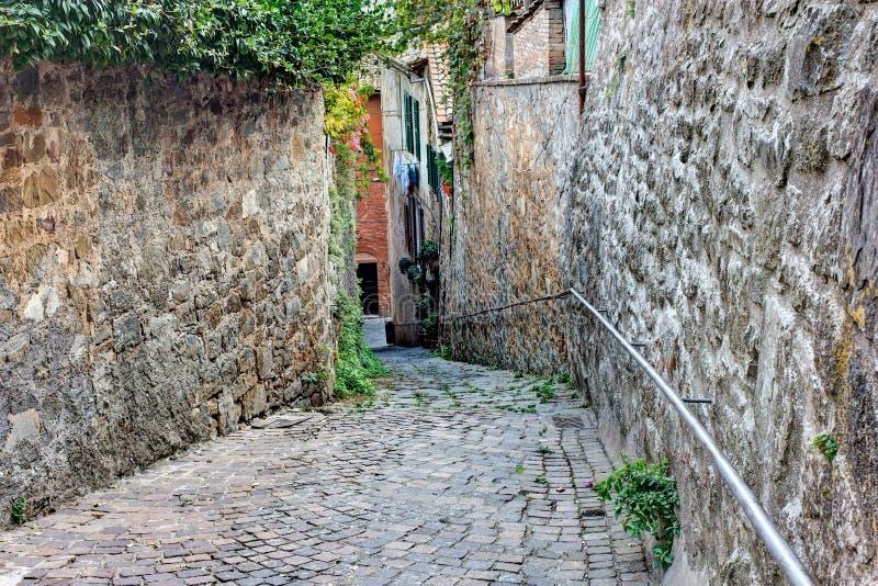 Vieille ruelle en Toscane image stock