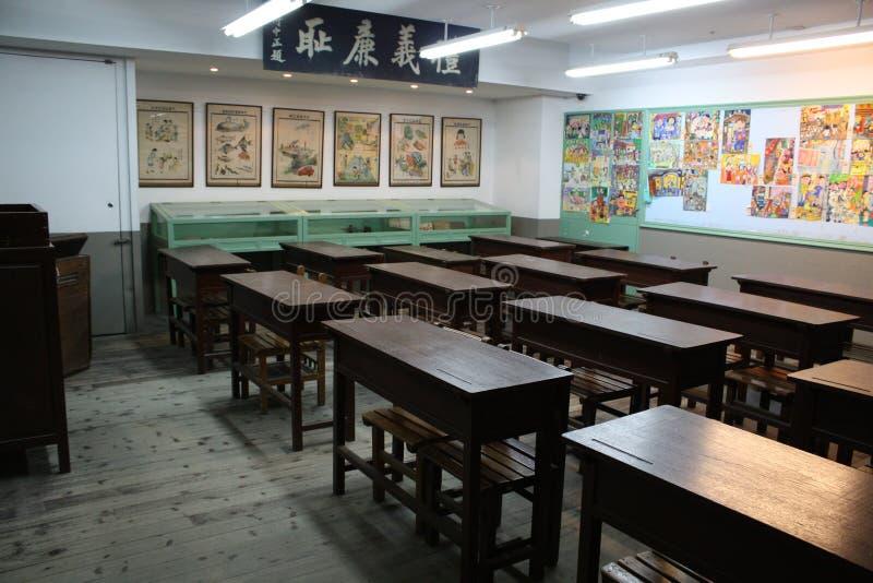 Vieille salle de classe images stock