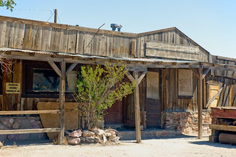 Vieille salle occidentale dans le désert images stock
