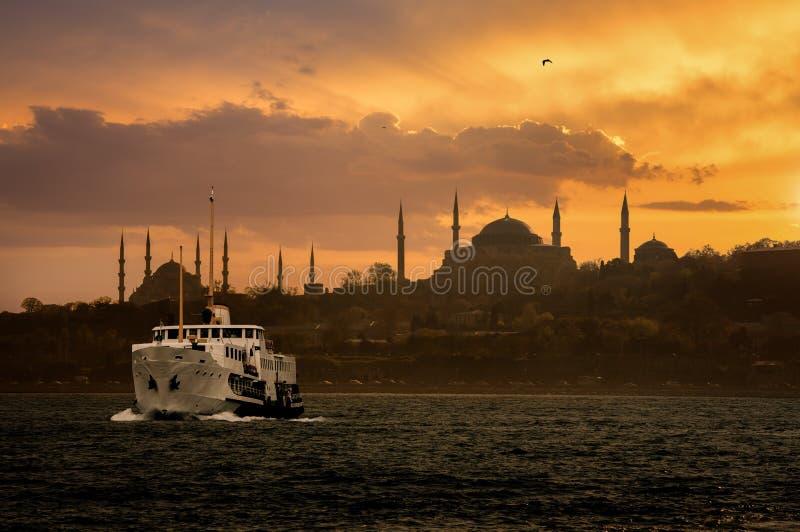 Vieille silhouette iconique de ville d'Istanbul photographie stock