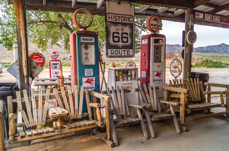 Vieille station d'essence dans l'itinéraire 66 Arizona, Etats-Unis photo stock