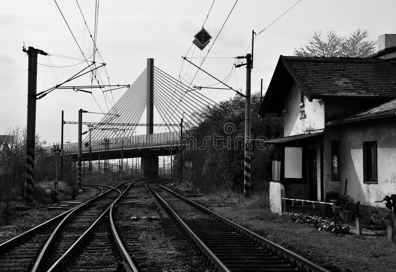 Vieille station de train de Prague sous le pont image stock