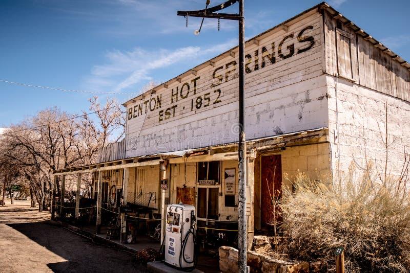 Vieille station service dans le village de Benton - BENTON, Etats-Unis - 29 MARS 2019 photographie stock