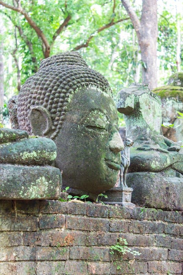 Vieille statue de Bouddha dans le temple d'Umong (Wat Umong), Chiangmai Thaïlande images libres de droits