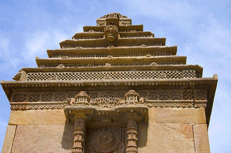 Vieille structure à l'entrée de Ni Vav Stepwell ou Rudabai Stepwell d'Adalaj Construite en 1498 par Rana Veer Singh est complexe  image stock
