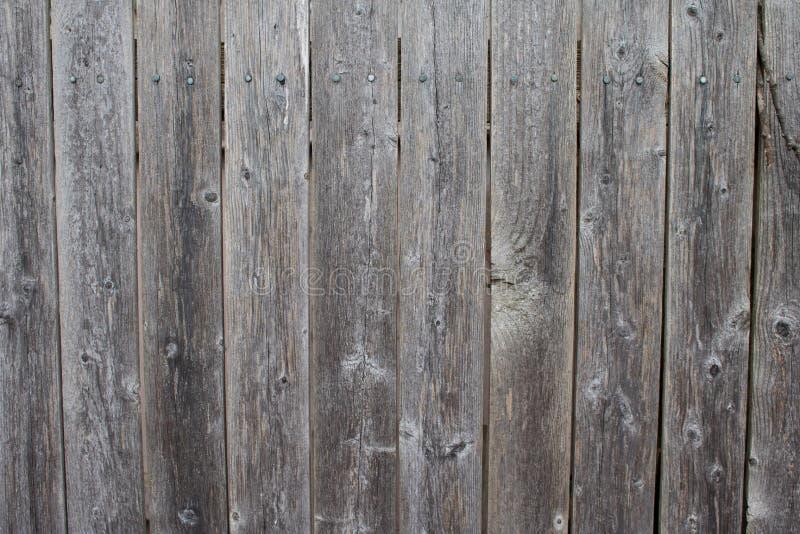 Vieille, superficielle par les agents barrière en bois grise photographie stock libre de droits