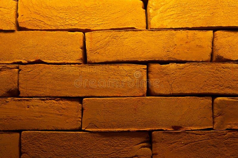 Vieille texture rouge foncé criquée de mur de briques Fond vide abstrait endommagé de Brown Stonewall Délabrement ruineuse de Bri images libres de droits