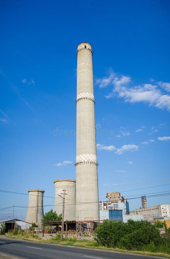 Vieille tour abandonnée de four d'usine image stock
