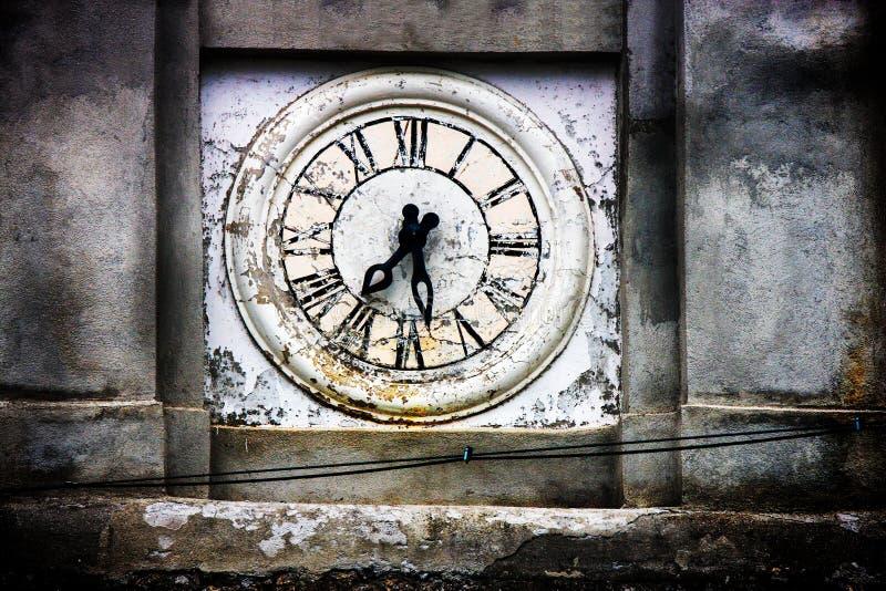 Vieille tour d'horloge de l'église de Saracinesco (Italie) images libres de droits