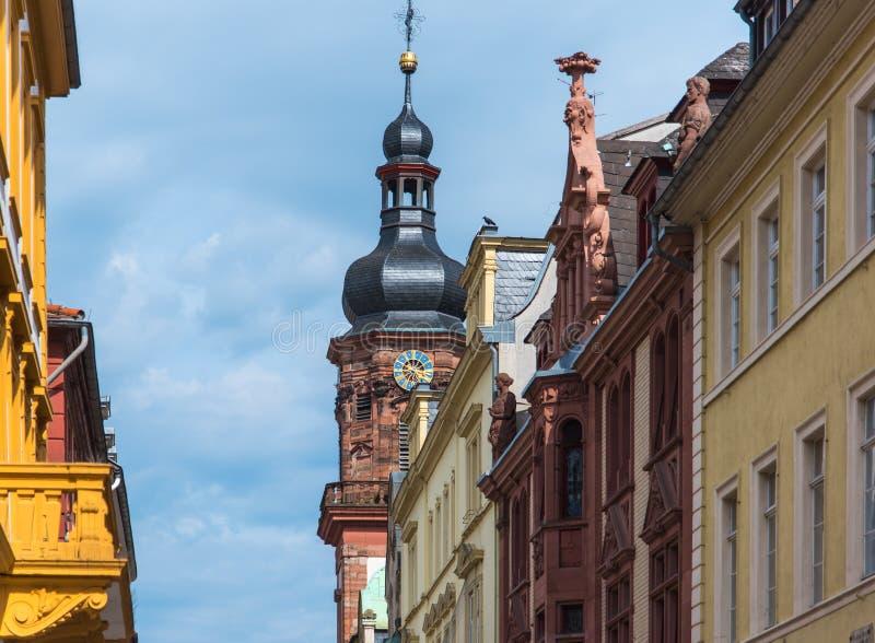 Vieille tour d'horloge de ville d'Heidelberg dans le jour ensoleillé photographie stock
