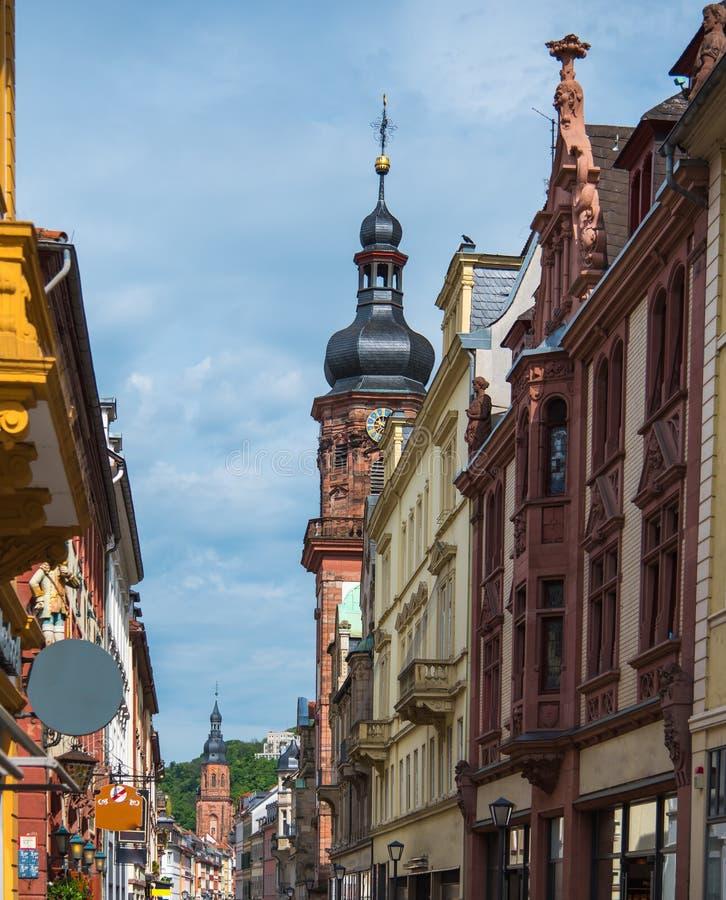 Vieille tour d'horloge de ville d'Heidelberg dans le jour ensoleillé photos libres de droits