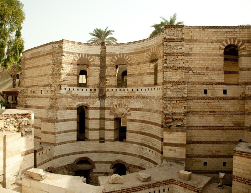 Vieille tour romaine de Babylone dans la région copte du Caire images libres de droits