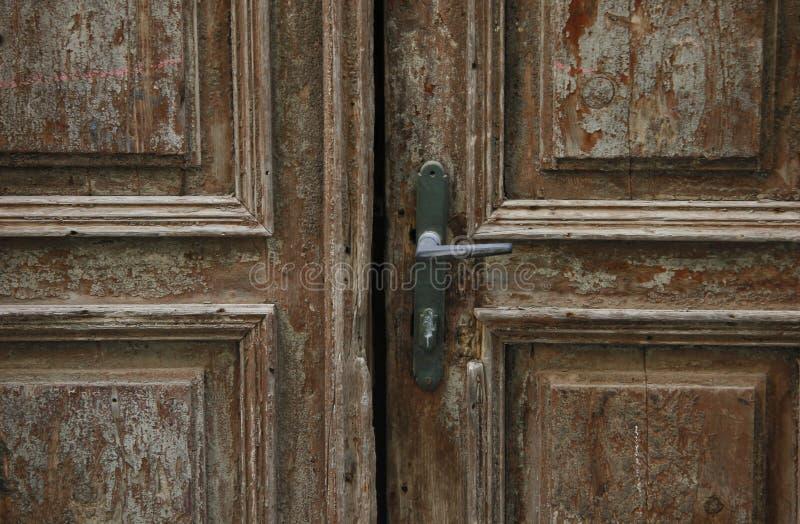 Download Vieille trappe photo stock. Image du ouvert, ruines, maison - 87700288