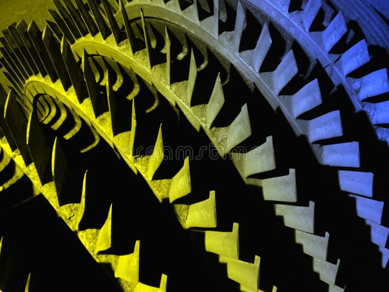 vieille turbine hydraulique colorée de partie photographie stock libre de droits