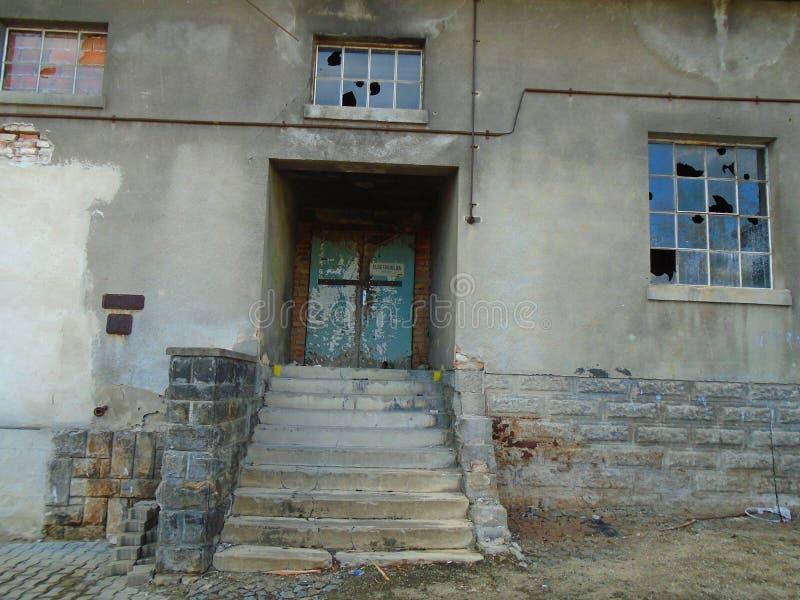Vieille usine abandonnée des périodes communistes photos stock