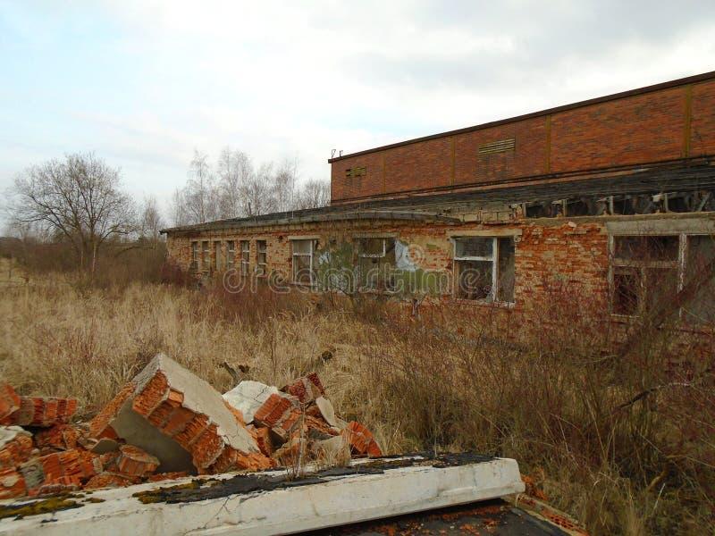 Vieille usine abandonnée des périodes communistes photo libre de droits