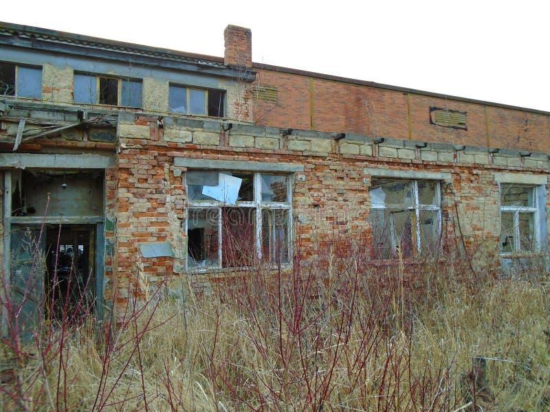Vieille usine abandonnée des périodes communistes image stock