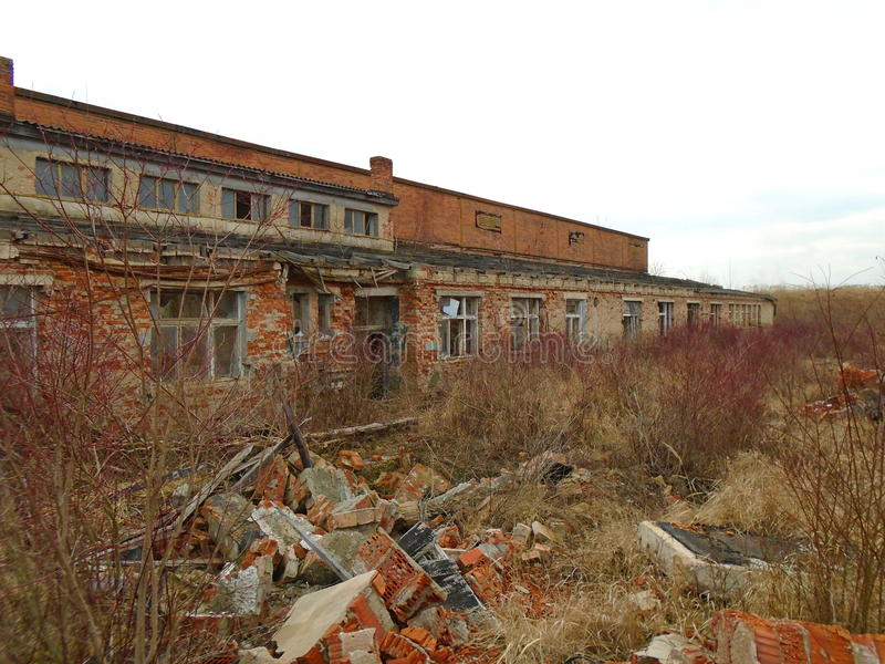 Vieille usine abandonnée des périodes communistes photographie stock