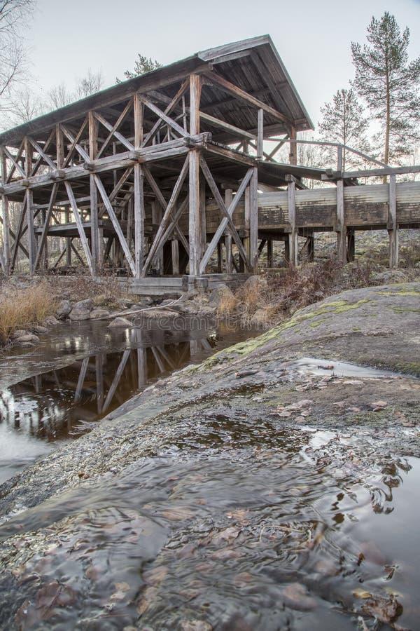 Vieille usine d'énergie hydraulique images libres de droits