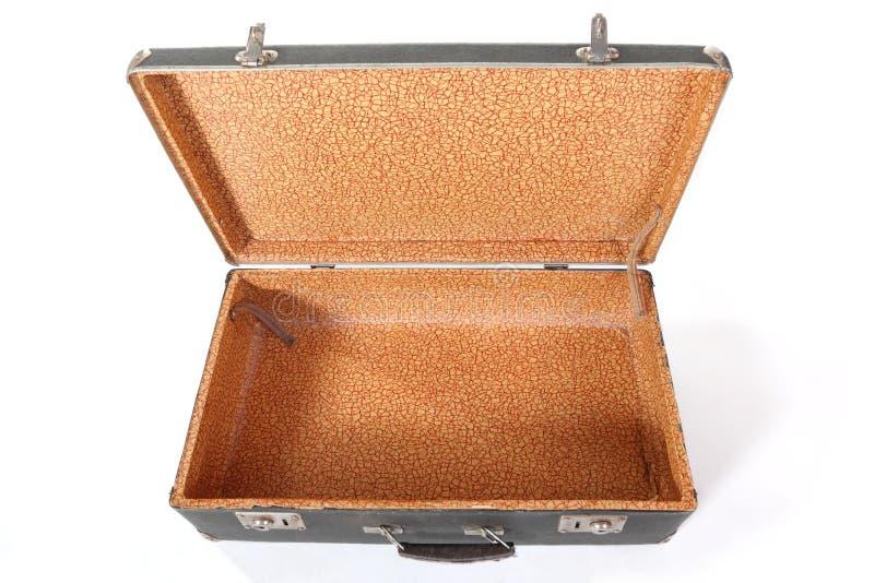 Vieille valise poussiéreuse modifiée. D'isolement. photo libre de droits