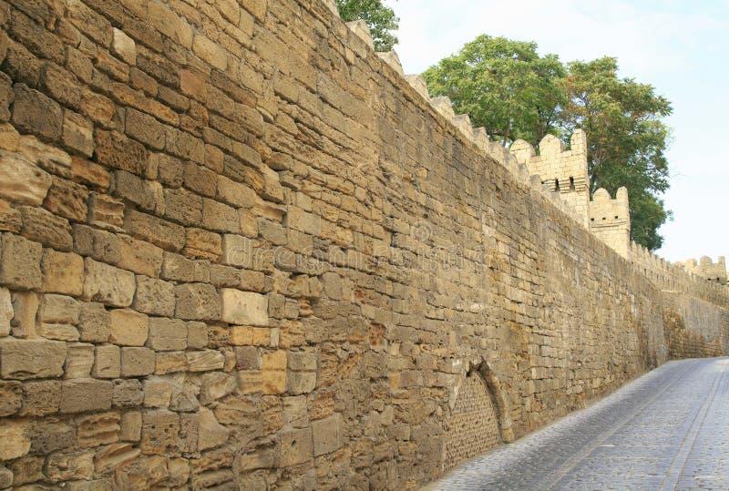Vieille ville à Bakou Murs de la vieille ville à Bakou photo stock