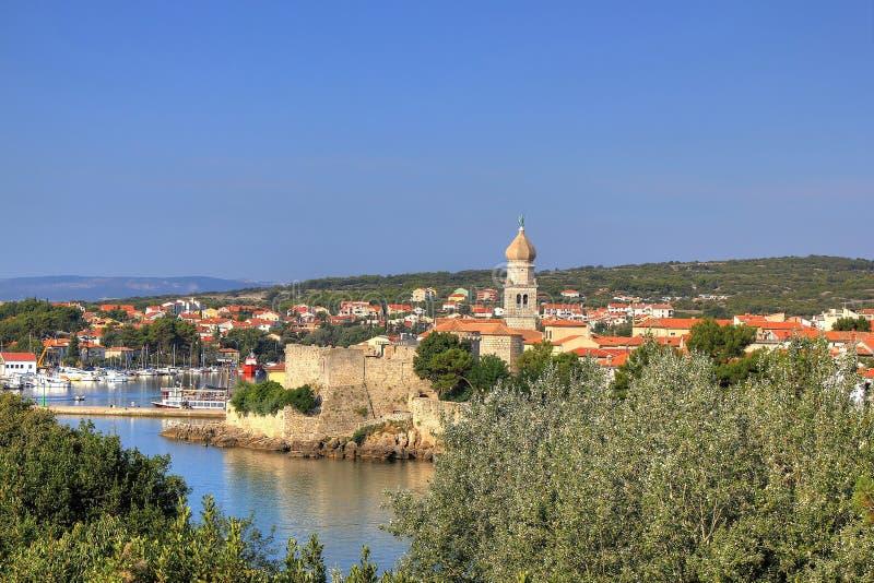Vieille ville adriatique de bord de mer de Krk images libres de droits