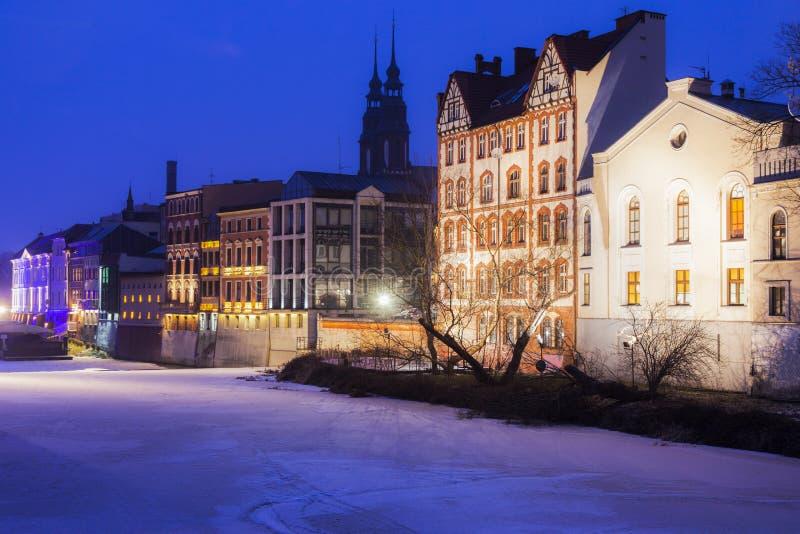 Vieille ville d'Opole à travers le fleuve Oder photographie stock libre de droits