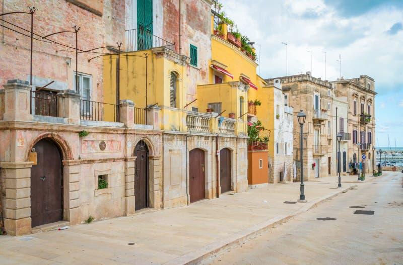 Vieille ville de Bisceglie, dans la province de Barletta-Andria-Trani, Pouilles, Italie du sud photographie stock libre de droits