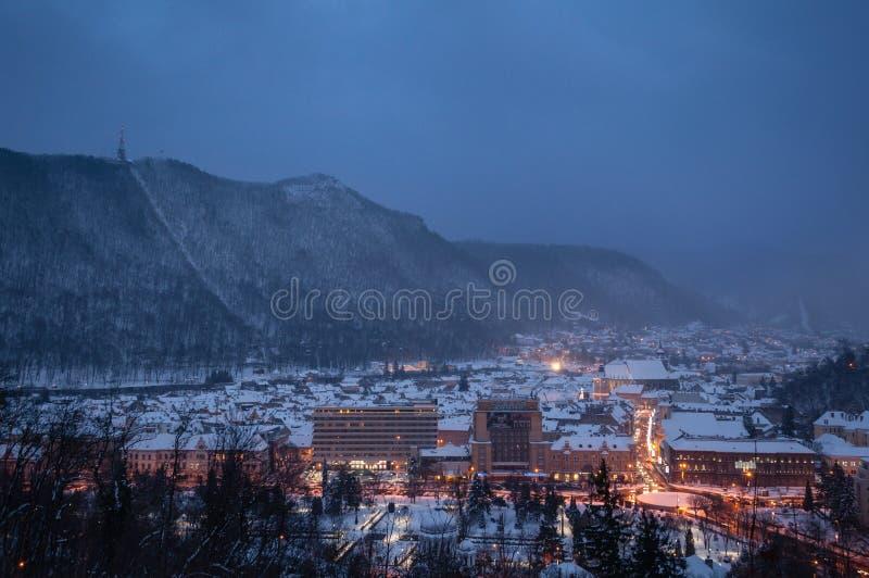 Vieille ville de Brasov en hiver photographie stock libre de droits