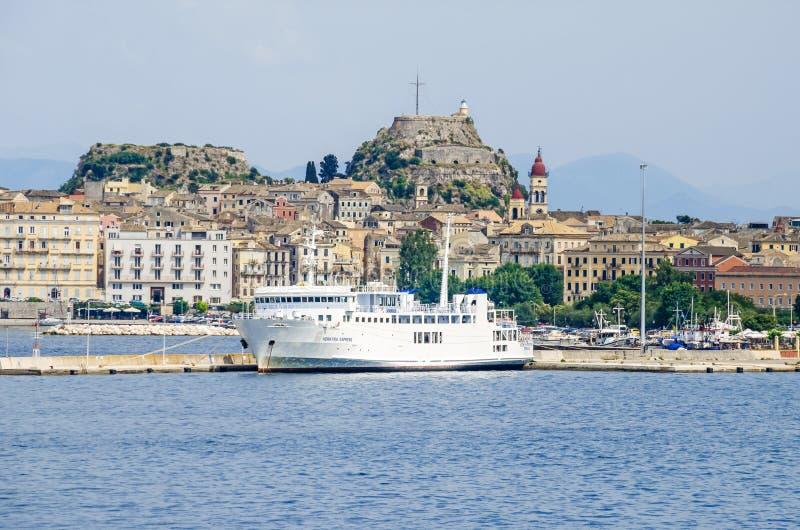 Vieille ville de Corfou avec la vieille forteresse vénitienne en Grèce images libres de droits