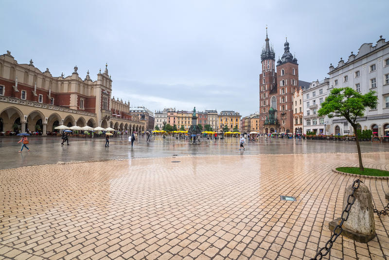 Vieille ville de Cracovie avec le point de repère de Sukiennice image stock
