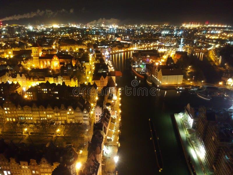 Vieille ville de Danzig par vue aérienne de nuit photographie stock