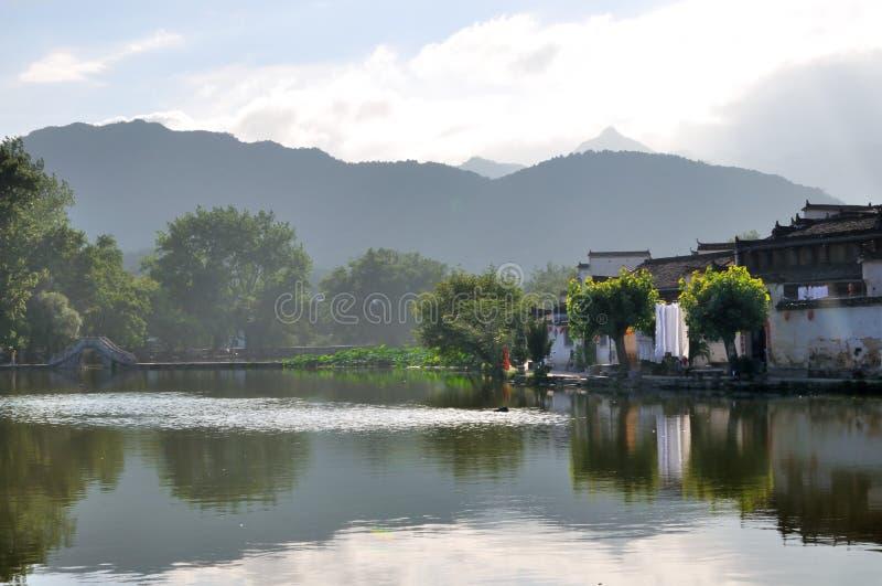 Vieille ville de l'eau de village de Hong Cun images stock