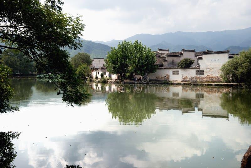 Vieille ville de l'eau de village de Hong Cun photographie stock