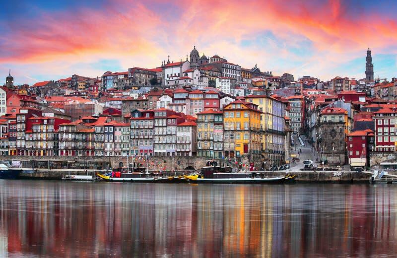 Vieille ville de Porto, Portugal sur la rivière de Douro Panorama de Porto images libres de droits