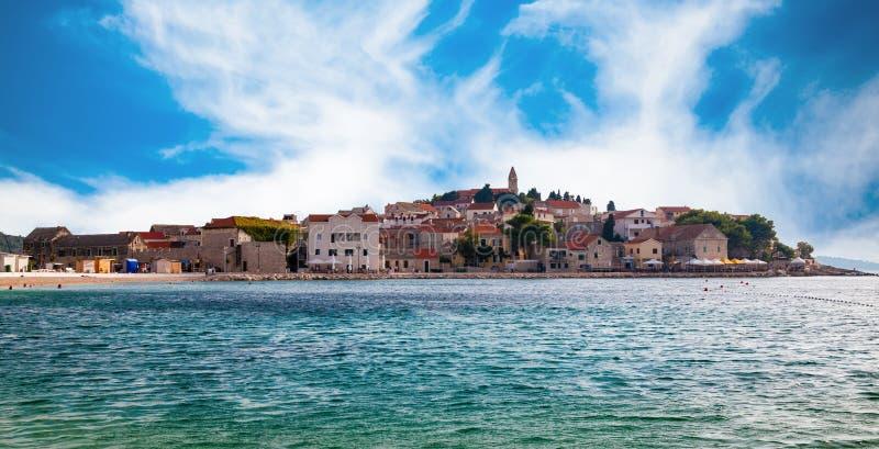 Vieille ville de Primosten en Mer Adriatique photo libre de droits
