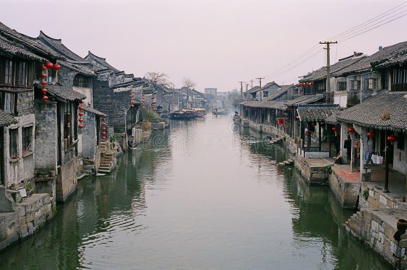 Vieille ville de rivière dans la porcelaine photo libre de droits
