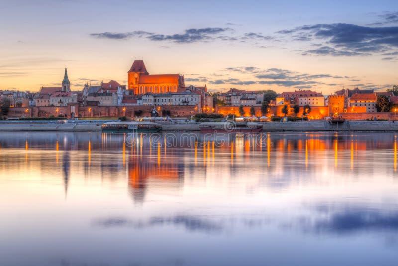 Vieille ville de Torun au coucher du soleil photographie stock