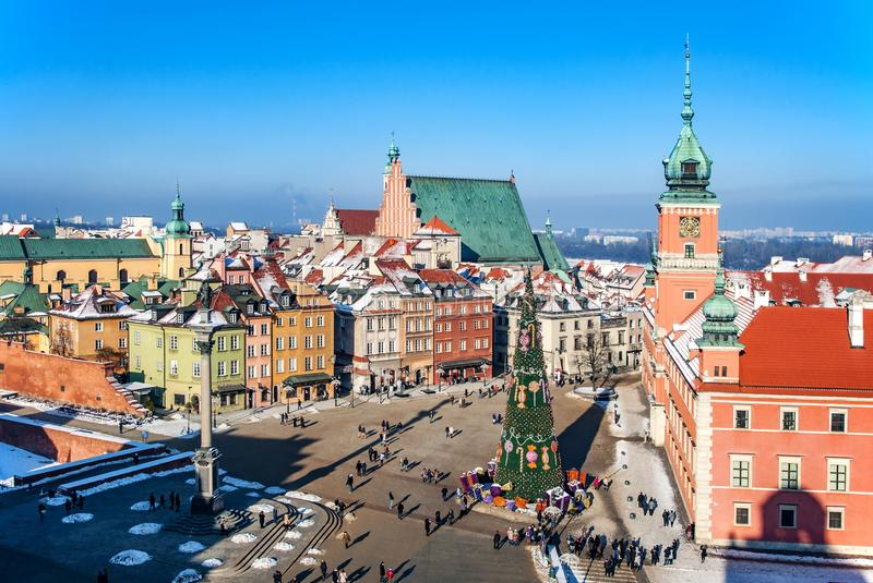 Vieille ville de Varsovie avec la place de château et l'arbre de Noël image stock