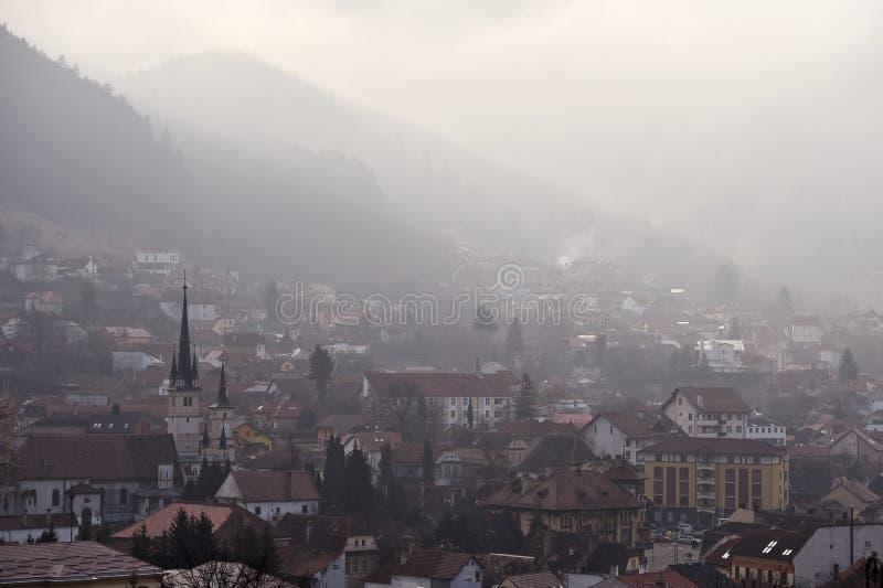 Vieille ville Schei de Braov dans la saison d'hiver à l'aube images stock