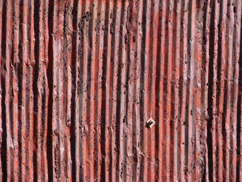Vieille voie de garage en aluminium rouillée photos stock